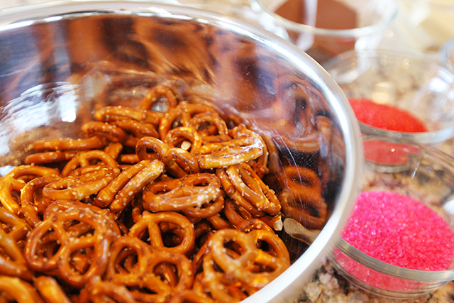 Chocolate-Covered-Pretzels-7