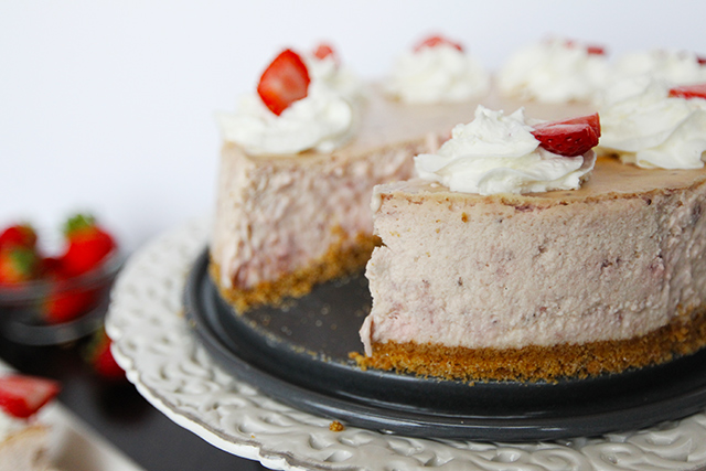 Strawberry-Cream-Cheesecake-11