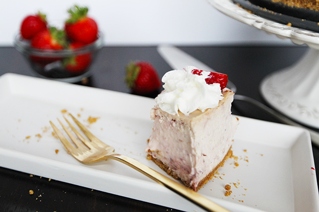 Strawberry-Cream-Cheesecake-12