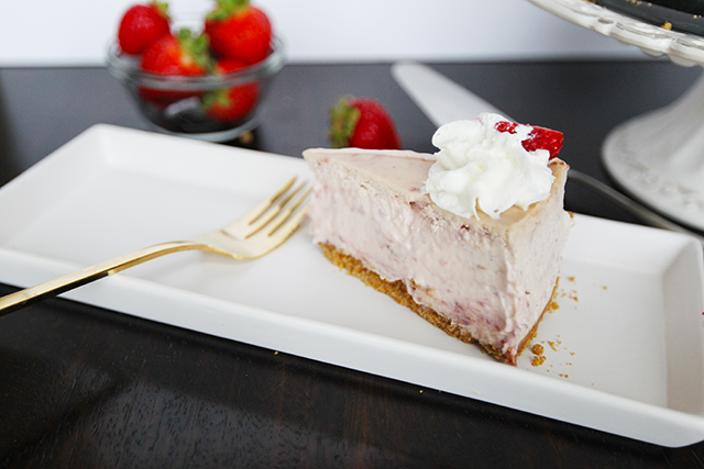 Strawberry-Cream-Cheesecake-15
