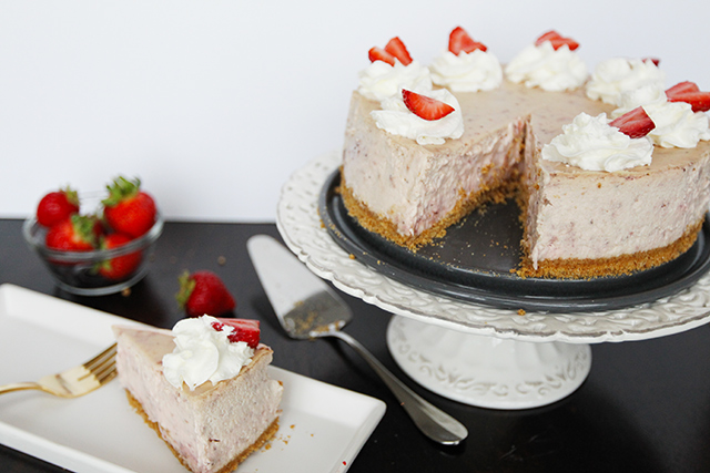 Strawberry-Cream-Cheesecake-6