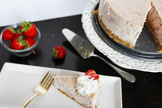 Strawberry-Cream-Cheesecake-7
